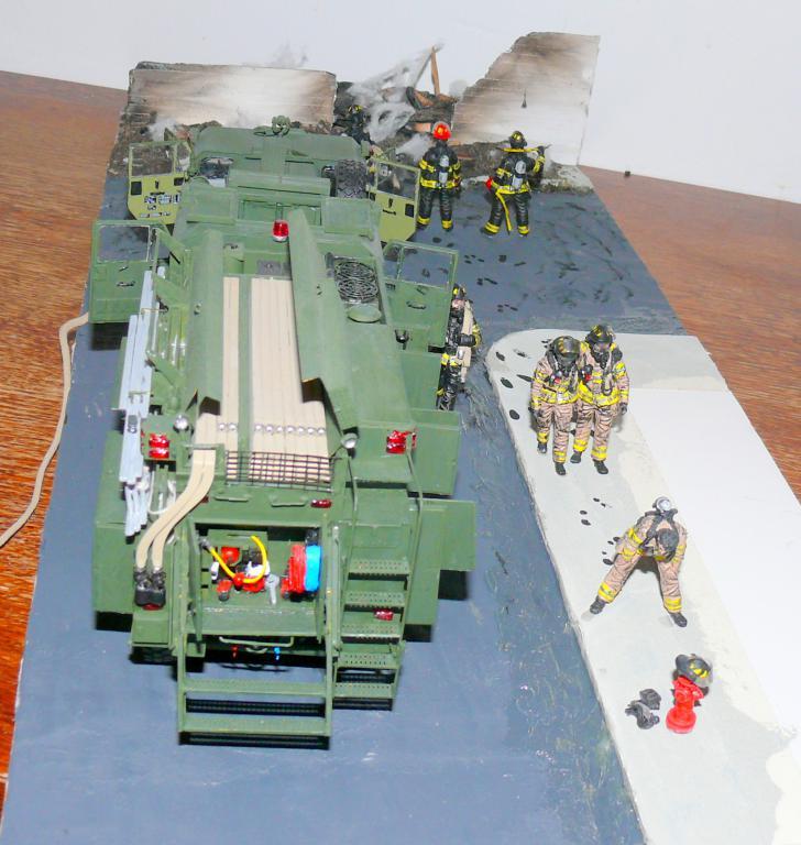 HEMTT M1142 Tactical Fire Fighting Truck TFFT de Trumpeter au 1/35 - Page 5 Hemtt957