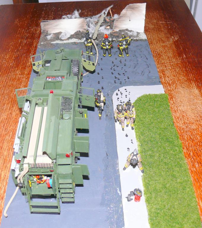 HEMTT M1142 Tactical Fire Fighting Truck TFFT de Trumpeter au 1/35 - Page 5 Hemtt976