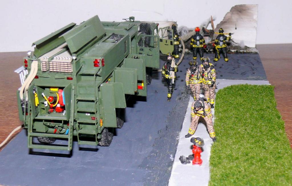 HEMTT M1142 Tactical Fire Fighting Truck TFFT de Trumpeter au 1/35 - Page 5 Hemtt984