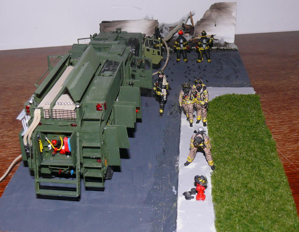 HEMTT M1142 Tactical Fire Fighting Truck TFFT de Trumpeter au 1/35 - Page 5 Hemtt985