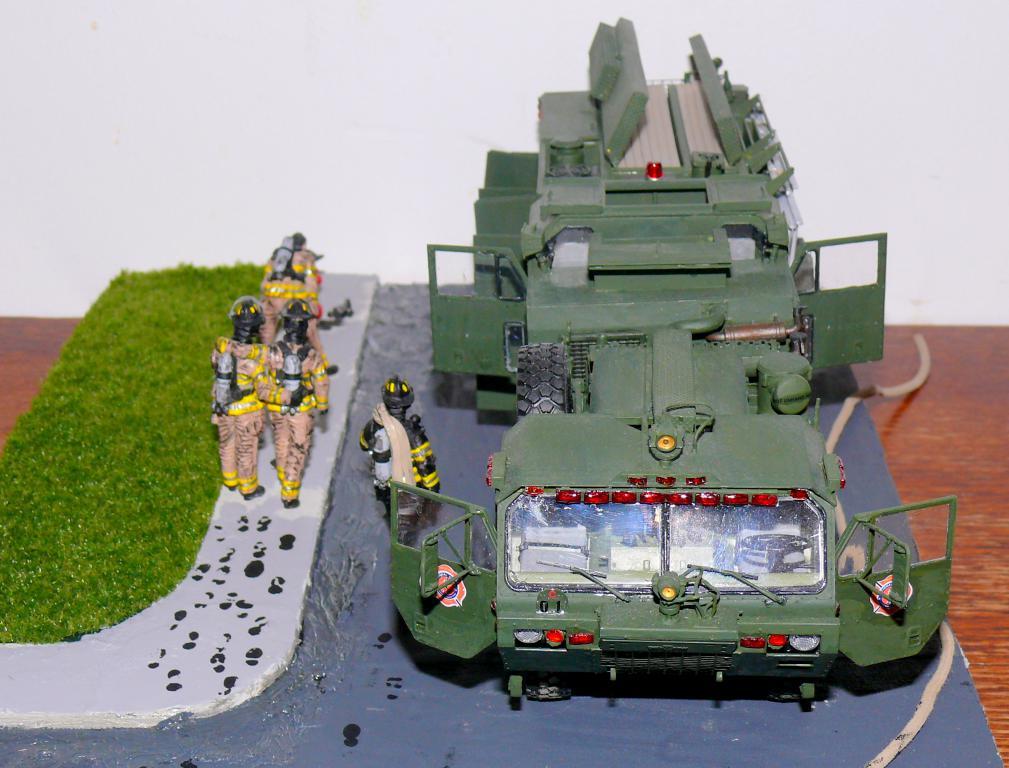 HEMTT M1142 Tactical Fire Fighting Truck TFFT de Trumpeter au 1/35 - Page 5 Hemtt994