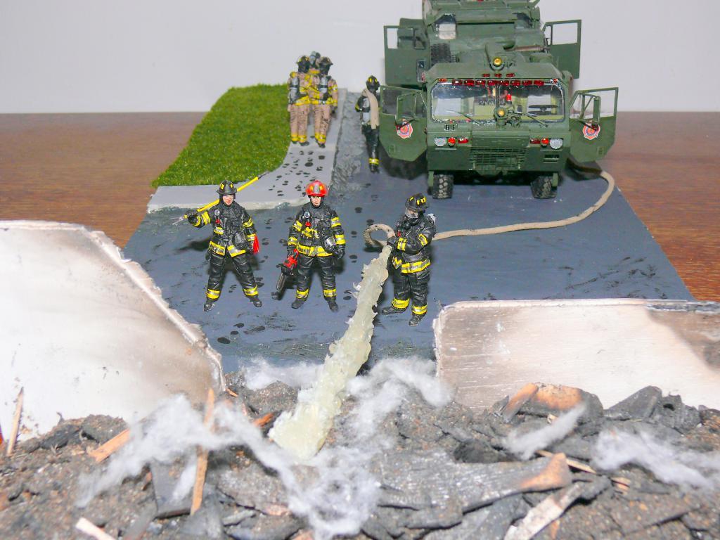HEMTT M1142 Tactical Fire Fighting Truck TFFT de Trumpeter au 1/35 - Page 5 Hemtt995