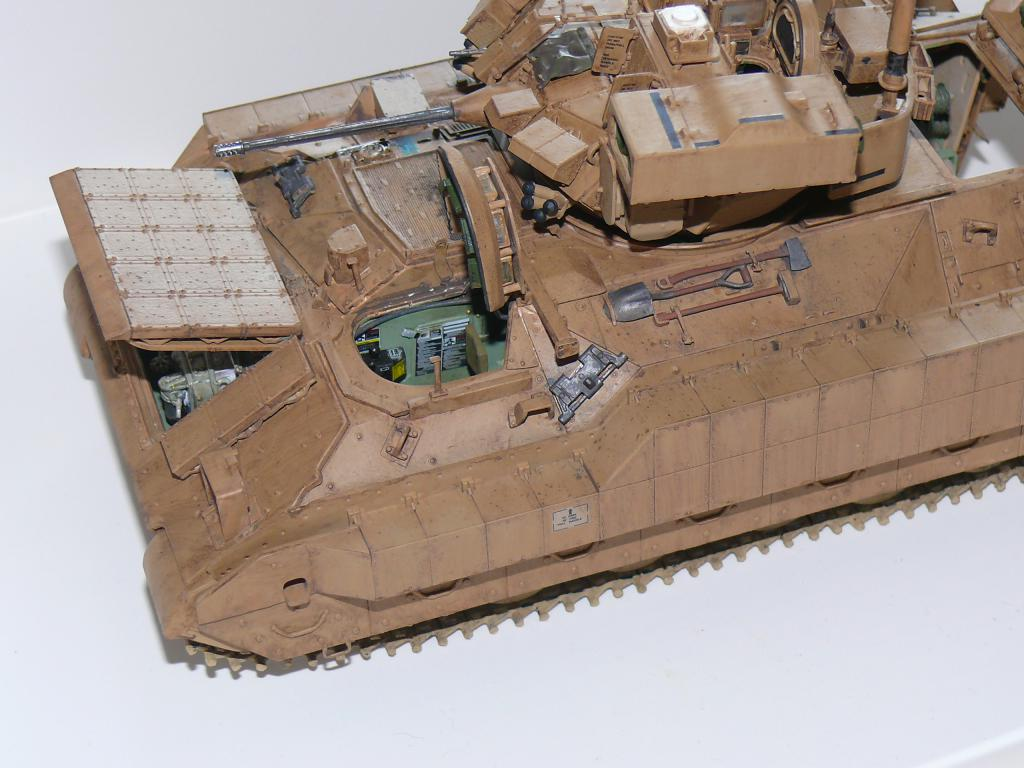 M3A3 BRADLEY w/BUSK III U.S. CAVALRY FIGHTING VEHICLE DE MENG Au 1/35 - Page 2 P1300524