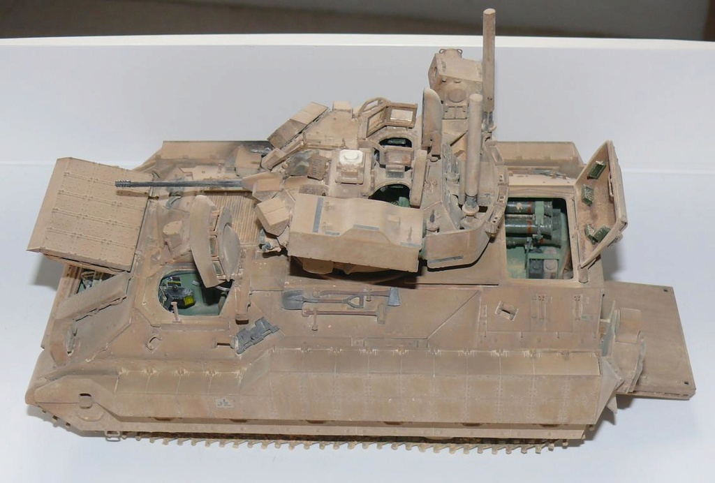 M3A3 BRADLEY w/BUSK III U.S. CAVALRY FIGHTING VEHICLE DE MENG Au 1/35 - Page 2 P1300537
