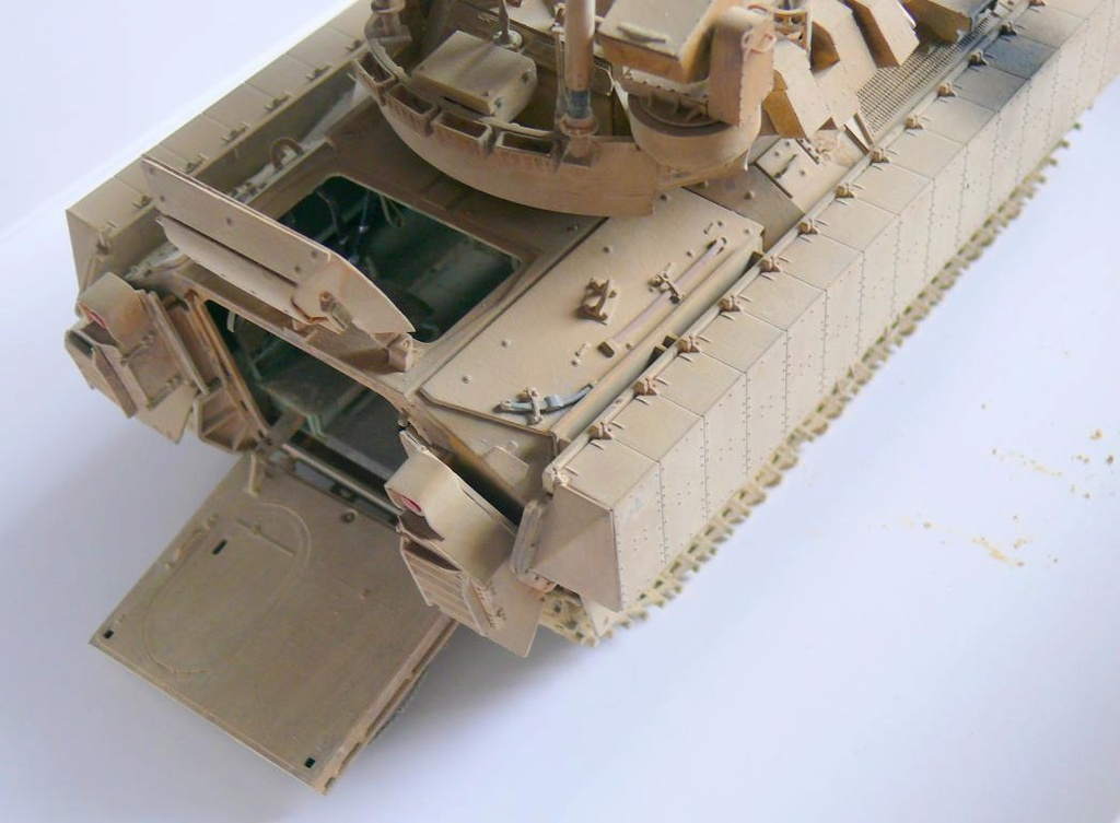 M3A3 BRADLEY w/BUSK III U.S. CAVALRY FIGHTING VEHICLE DE MENG Au 1/35 - Page 2 P1300552