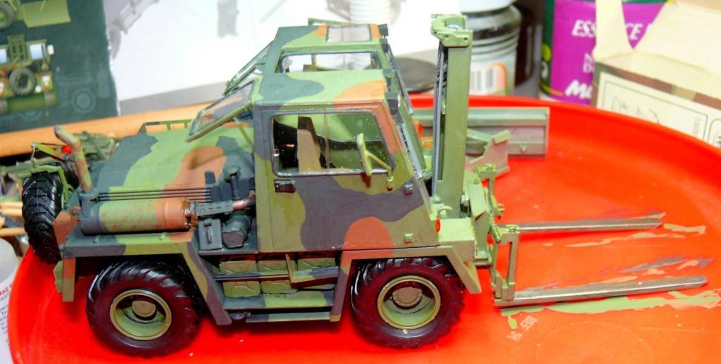 Chariot élévateur Bundeswehr FELDUMSCHLAGGERAT FUG 2,2T de TAKOM au 1/35 ème - Page 2 P1300911