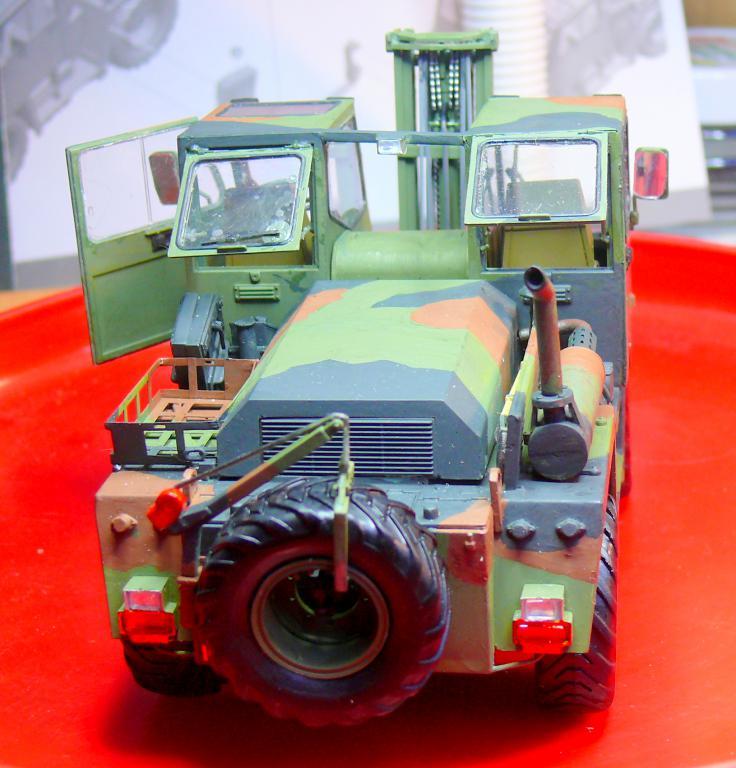 Chariot élévateur Bundeswehr FELDUMSCHLAGGERAT FUG 2,2T de TAKOM au 1/35 ème - Page 2 P1300913