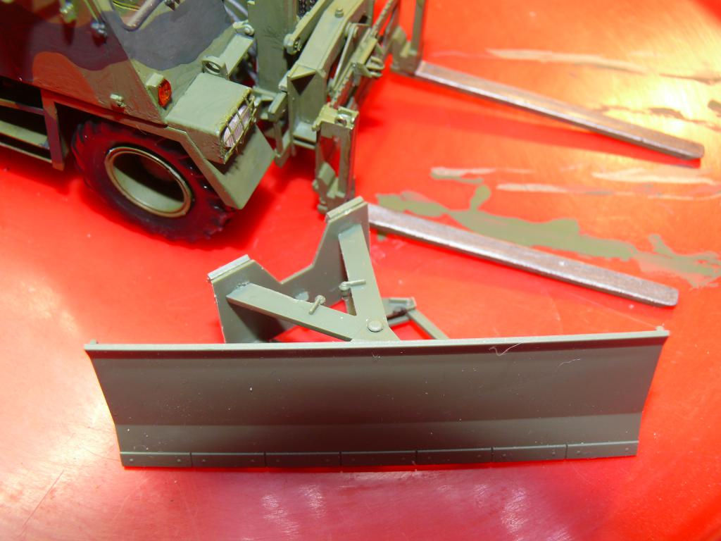 Chariot élévateur Bundeswehr FELDUMSCHLAGGERAT FUG 2,2T de TAKOM au 1/35 ème - Page 2 P1300919