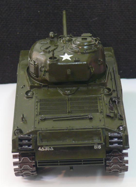 Sherman M4A3 d'e Tamiya au 1/35 + adaptation de Solution Box MIG Sherm105