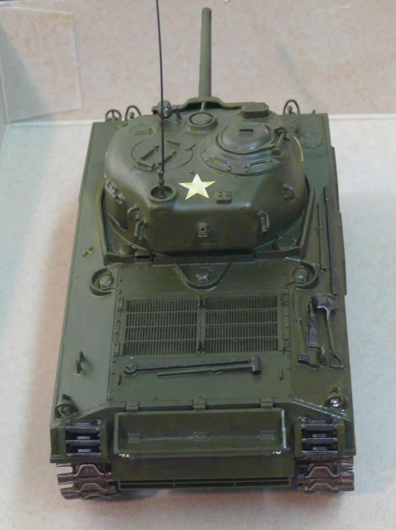 Sherman M4A3 d'e Tamiya au 1/35 + adaptation de Solution Box MIG Sherm110