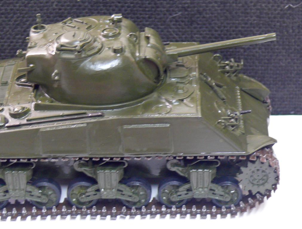 Sherman M4A3 d'e Tamiya au 1/35 + adaptation de Solution Box MIG Sherma95
