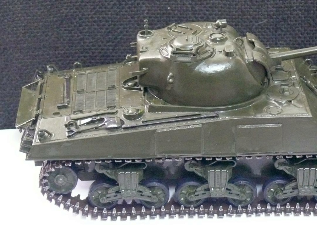 Sherman M4A3 d'e Tamiya au 1/35 + adaptation de Solution Box MIG Sherma97