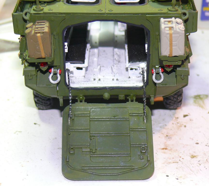 Stryker M1126 de AFV Club et détaillage intérieur Black Dog au 1/35 - Page 2 Stryk137