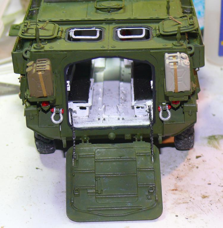 Stryker M1126 de AFV Club et détaillage intérieur Black Dog au 1/35 - Page 2 Stryk138
