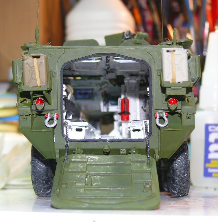 Stryker M1126 de AFV Club et détaillage intérieur Black Dog au 1/35 - Page 2 Stryk143
