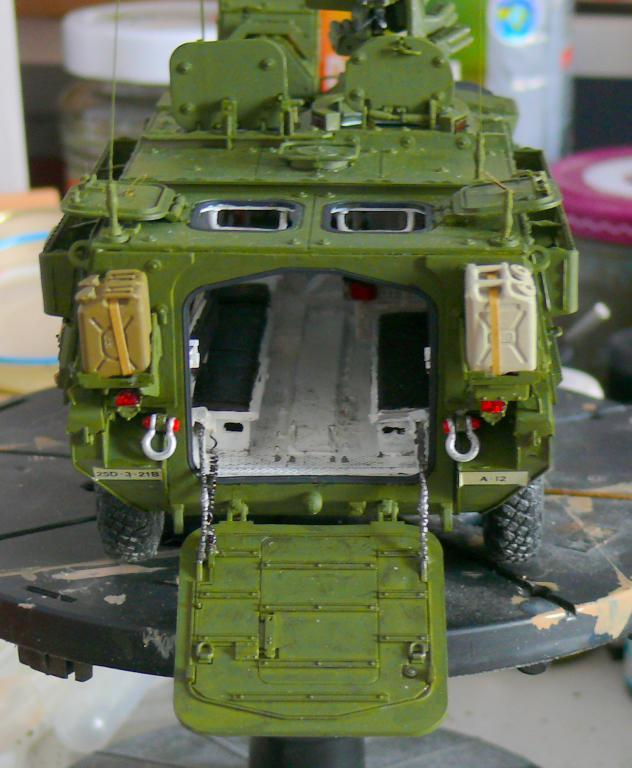 Stryker M1126 de AFV Club et détaillage intérieur Black Dog au 1/35 - Page 2 Stryk145