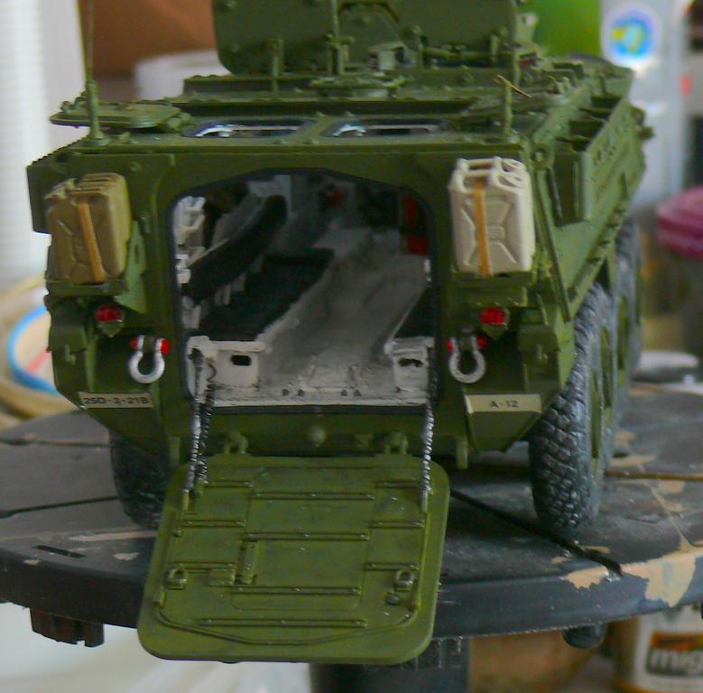 Stryker M1126 de AFV Club et détaillage intérieur Black Dog au 1/35 - Page 2 Stryk171