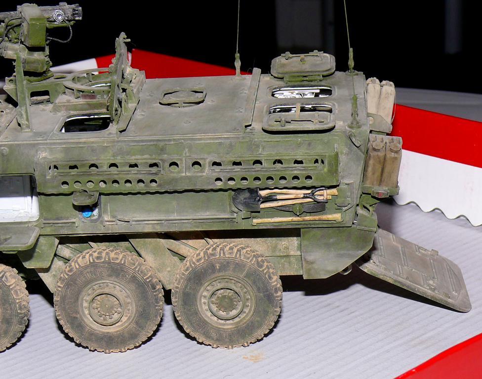 Stryker M1126 de AFV Club et détaillage intérieur Black Dog au 1/35 - Page 2 Stryk184