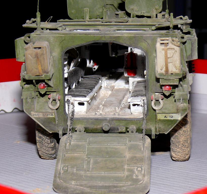 Stryker M1126 de AFV Club et détaillage intérieur Black Dog au 1/35 - Page 2 Stryk186