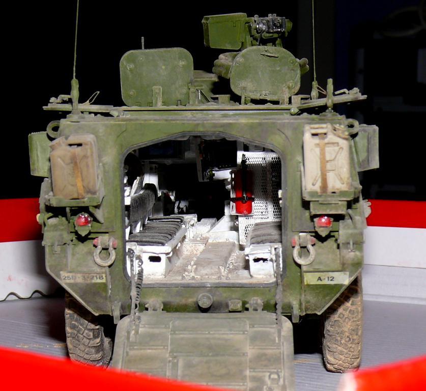 Stryker M1126 de AFV Club et détaillage intérieur Black Dog au 1/35 - Page 2 Stryk189