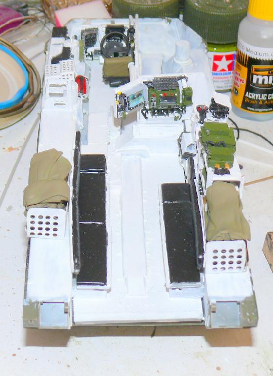 Stryker M1126 de AFV Club et détaillage intérieur Black Dog au 1/35 Stryke36