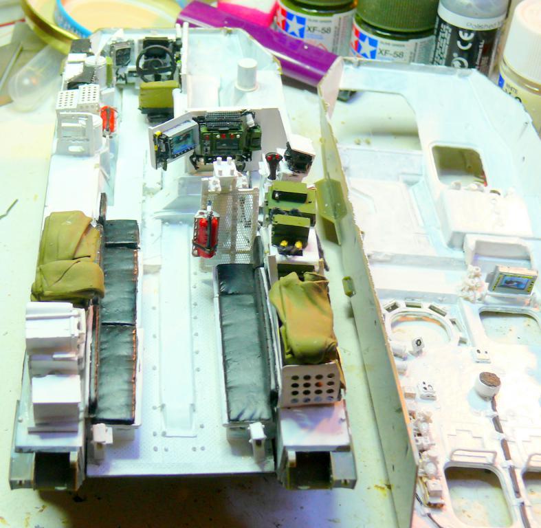Stryker M1126 de AFV Club et détaillage intérieur Black Dog au 1/35 Stryke41