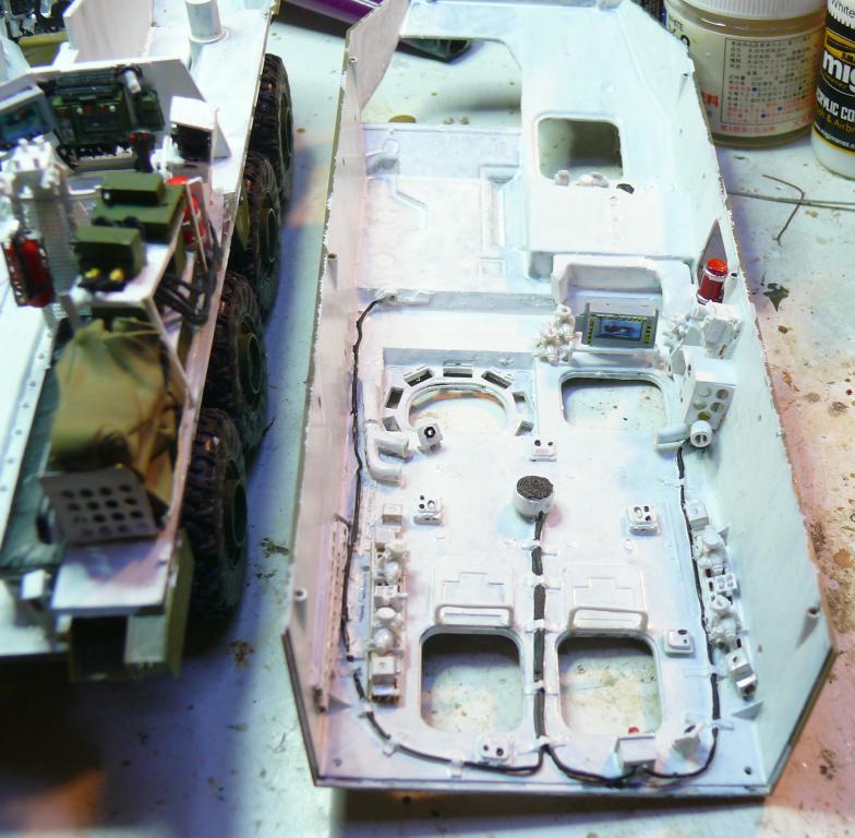 Stryker M1126 de AFV Club et détaillage intérieur Black Dog au 1/35 Stryke42