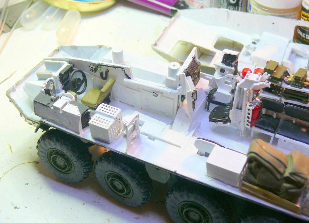 Stryker M1126 de AFV Club et détaillage intérieur Black Dog au 1/35 Stryke45