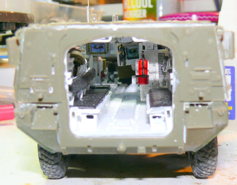 Stryker M1126 de AFV Club et détaillage intérieur Black Dog au 1/35 Stryke72