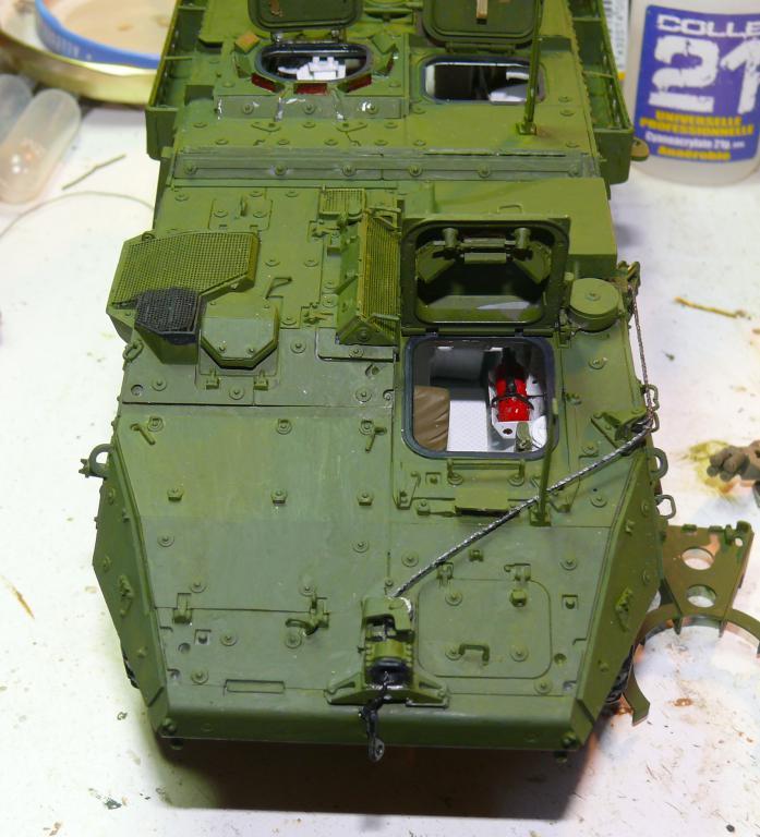 Stryker M1126 de AFV Club et détaillage intérieur Black Dog au 1/35 Stryke98