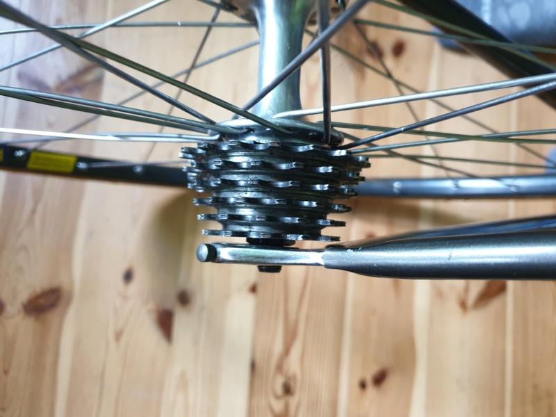 Axe roue arrière  20190151