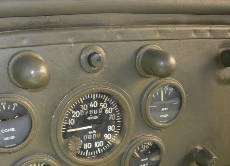 Eléments typiques d'une jeep Hotchkiss M201 en 24V 710