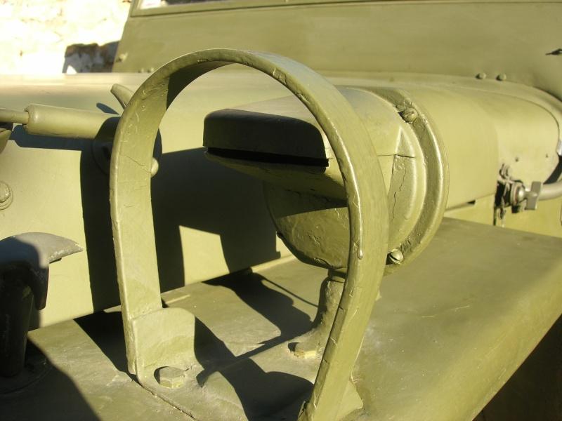 Eléments typiques d'une jeep Hotchkiss M201 en 24V Dscn6525
