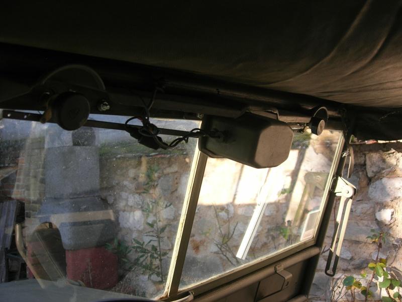 Eléments typiques d'une jeep Hotchkiss M201 en 24V Dscn6618
