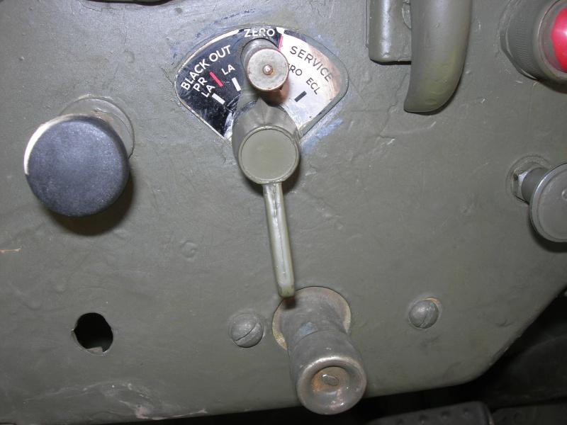 Eléments typiques d'une jeep Hotchkiss M201 en 24V Dscn6621