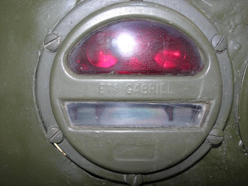 Eléments typiques d'une jeep Hotchkiss M201 en 24V Dscn6623