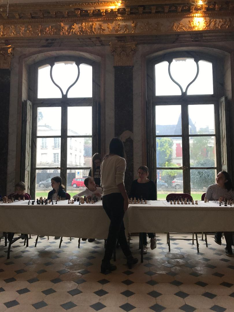 smart girls à Asniéres au chateau de la FFE 711