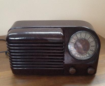 Cute little Artone AA5 radio Img_0015