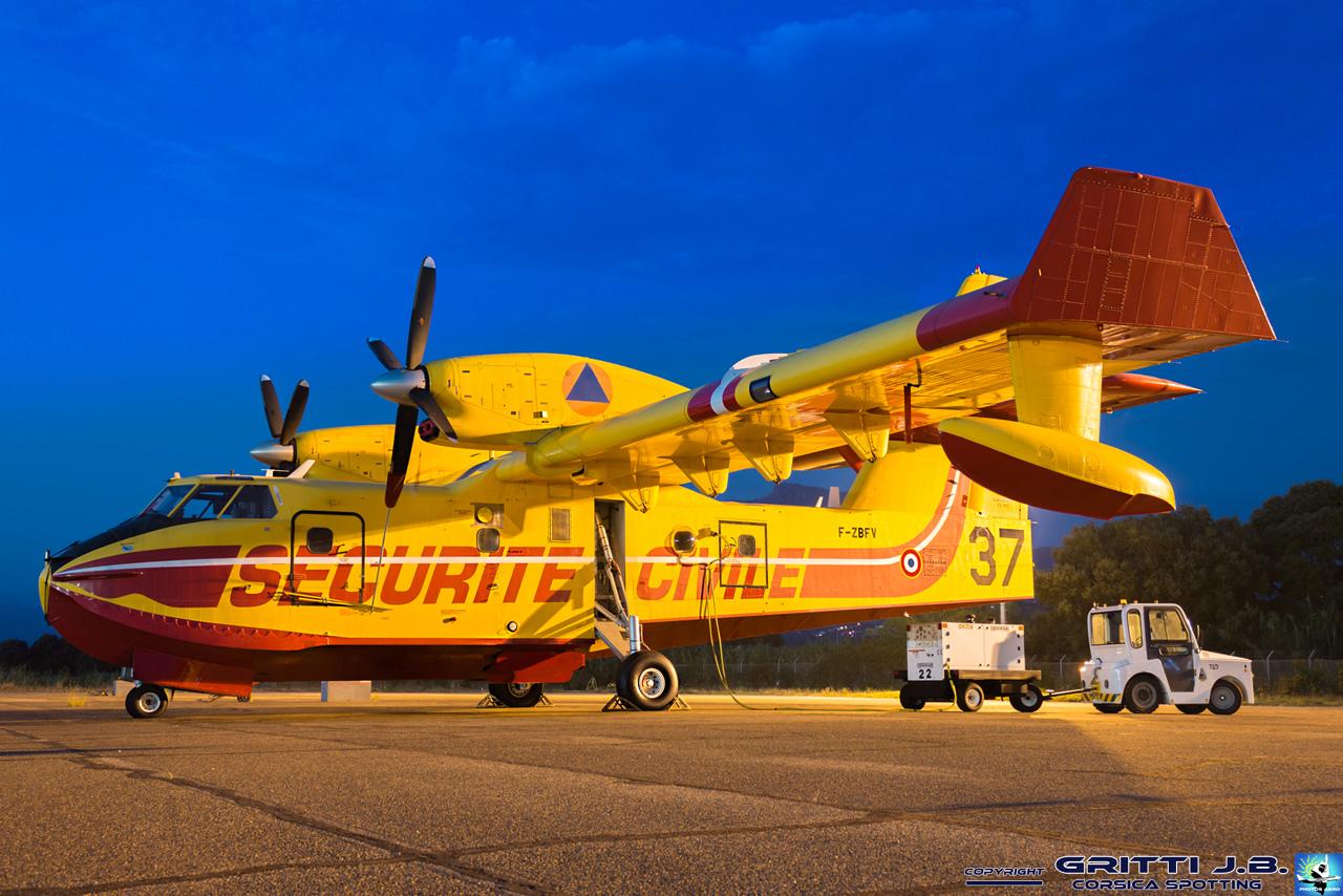 En JAUNE, ROUGE & BLANC, les aéronefs de la Sécurité civile en Corse en 2018. - Page 3 Canada12