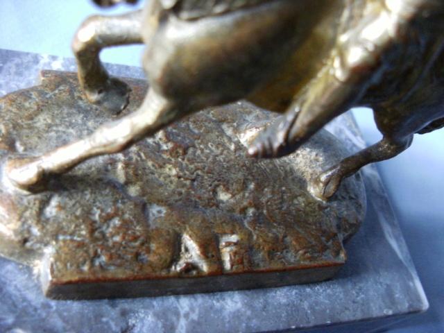 Petite statuette de Jeanne . BRONZE marqué A.F Jeanne11