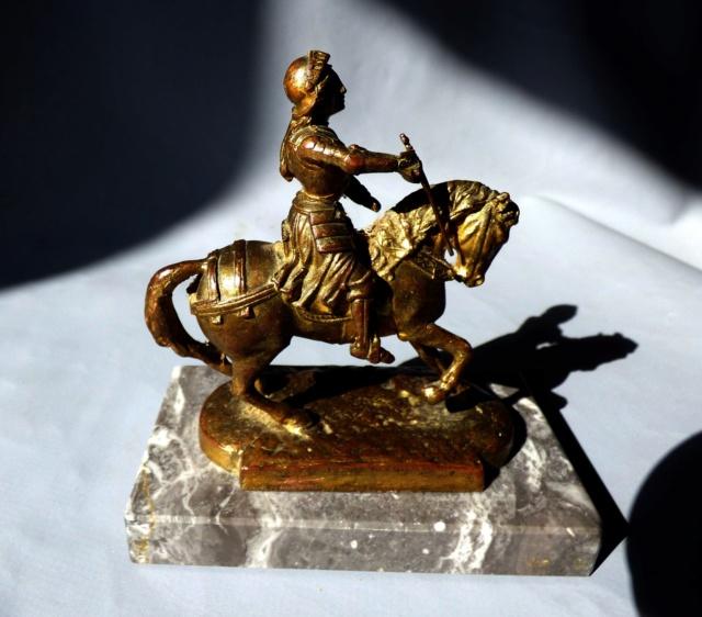 Petite statuette de Jeanne . BRONZE marqué A.F Jeanne14