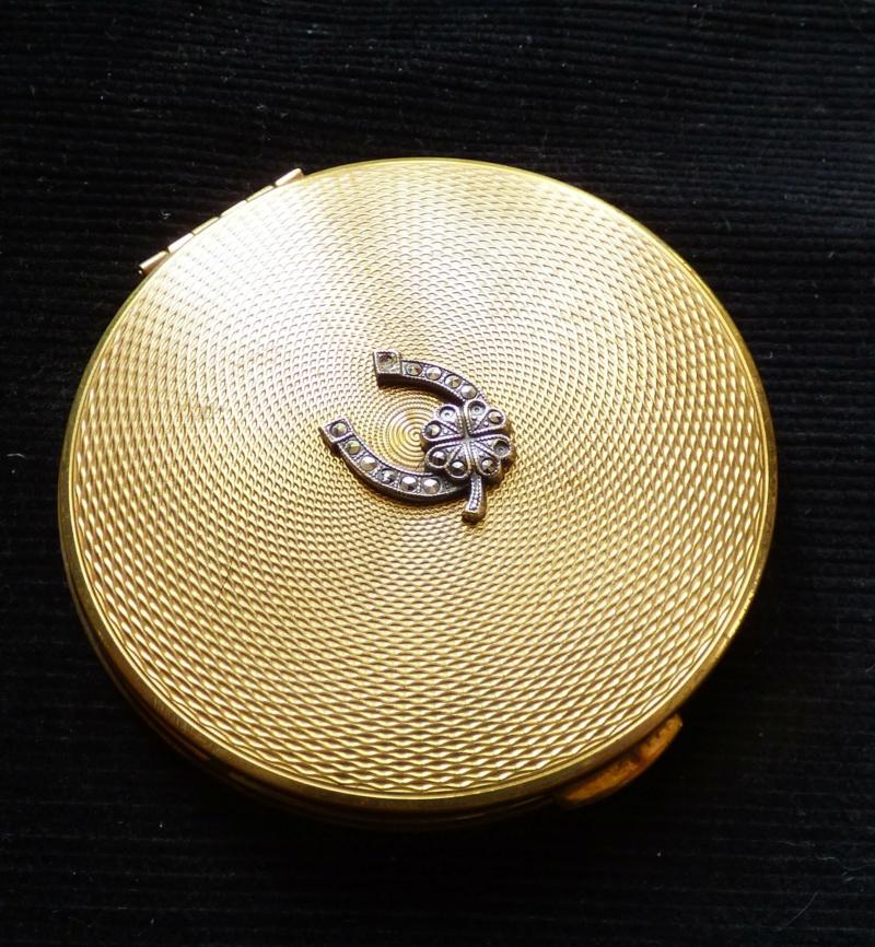 poudrier anglais marque KIGU du créateur Gustav KIASHEK. P1100118