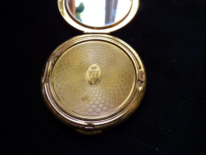 poudrier anglais marque KIGU du créateur Gustav KIASHEK. P1100120
