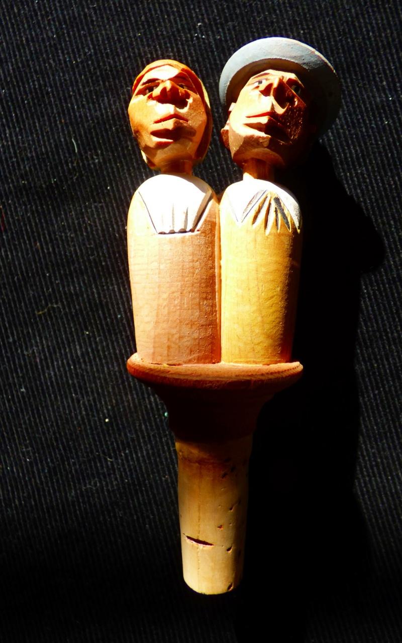 couple personnages en bois avec  systeme et bouchon Firme ANRI Italie P1100121