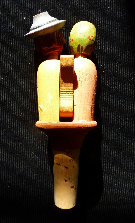 couple personnages en bois avec  systeme et bouchon Firme ANRI Italie P1100122