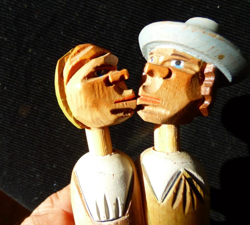 couple personnages en bois avec  systeme et bouchon Firme ANRI Italie P1100123