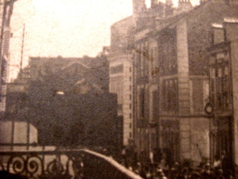Une rue  de Juvisy,, un défilé, un personnage yeux bandés ....  - Page 3 Photoe11