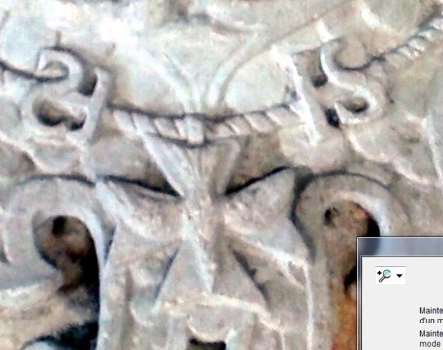 pierre sculptée avec armoiries familles Villeneuve Charbonneau DesNOS de la Gueriniere Pierre13