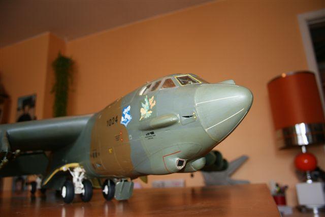 Boeing B52H ech 1/32 réalisé en bois et carton B52h2010
