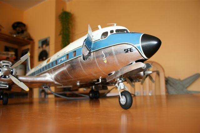 DOUGLAS DC7 C 1/32 EN BOIS ET CARTON Dc720010